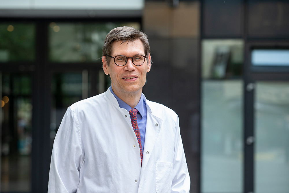 Chefarzt: Prof. Dr. Dr. Karsten-H. Weylandt, Facharzt für Innere Medizin, Schwerpunktbezeichnung Gastroenterologie